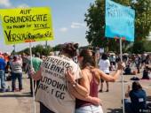 В Германии против карантина вышли протестовать тысячи людей