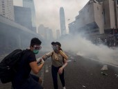 Полиция Гонконга задержала десятки протестующих, применив перцовый газ