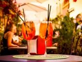 Карантин: канадцам будут доставлять алкогольные коктейли