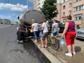 Из-за вероятного загрязнения воды - 750 тысячам жителей Минска запретили пить воду, в городе очереди к цистернам