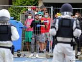 В Германии жители закрытого на карантин дома вступили в столкновения с полицией