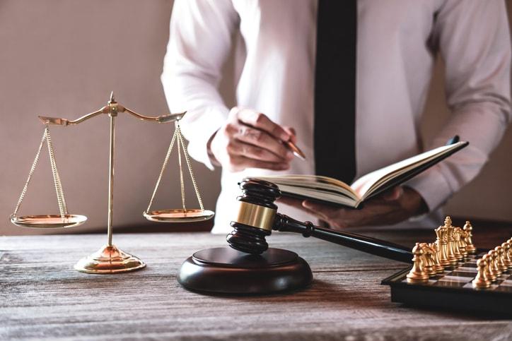 Квалифицированная юридическая помощь для всех, кто работает за границей от Евро Адвокат!