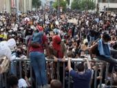Протесты против насилия полиции в Париже переросли в столкновения: в ход пошли резиновые пули