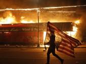 Массовые протесты в США: Бэнкси представил картину на тему протестов
