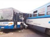 В Чехии поезд въехал в пассажирский автобус: десяток пострадавших