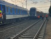 В Праге столкнулись два поезда, эвакуированы сотни пассажиров