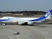 Грузовой Boeing 747 срочно сел в Токио после попадания молнии в борт