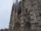 Пожар в готическом соборе в Нанте взяли под контроль: не исключают поджог