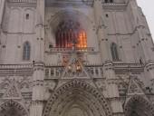 Во французском Нанте крупный пожар в готическом соборе