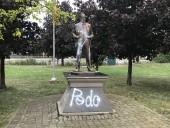 В Канаде снова осквернили памятник отцу Джастина Трюдо