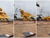 В Индии рухнул 70-тонный кран: 11 рабочих погибло