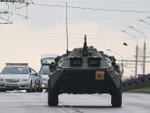 Протесты в Беларуси: под Минском заметили машины с колючей проволокой