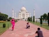 Несмотря на пандемию: в Индии вновь открыли Тадж-Махал