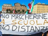 В столицах Италии и Хорватии тысячи людей протестовали против ограничений из-за COVID-19