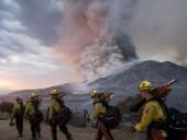 В Калифорнии во время масштабных лесных пожарах во время эвакуации пострадали люди
