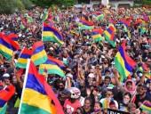 В Маврикие люди возмущены экологической катастрофой из-за разлива нефти и угрожают власти протестами