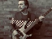 В Великобритании умер вокалист рок-группы The Outfield Тони Льюис
