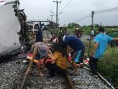 Жертвами столкновение автобуса и поезда в Таиланде стали 17 человек, почти 30 пострадали