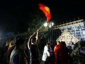Ситуация в Кыргызстане: протестующие в Бишкеке захватили парламент, правительство и освободили из СИЗО экс-президента