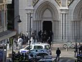 Четвертая попытка атаки: в пригороде Парижа задержали вооруженного мужчину, который хотел