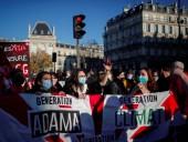 Протесты в Париже: силовики применили слезоточивый газ на акции против насилия полиции