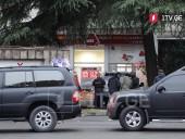В Тбилиси неизвестные с оружием захватили заложников в офисе