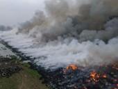 В Польше вторые сутки тушат пожар на нелегальной свалке шин