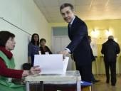 На избирательном участке в Тбилиси заранее продезинфицировали кабинку для бизнесмена Иванишвили