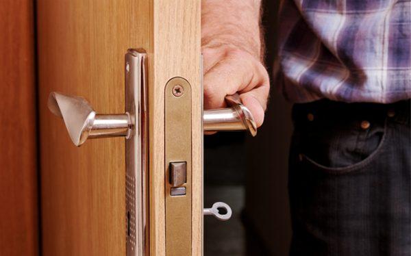 Как открыть захлопнувшуюся дверь