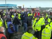 У британского порта Дувр скопились тысячи людей, которые не могут уехать домой на Рождество