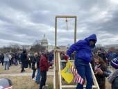 Сторонники Трампа установили виселицу перед зданием Конгресса
