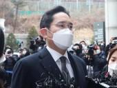 Руководителя Samsung приговорили к 2,5 годам тюрьмы за коррупцию