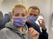 """""""Мальчик, водочки нам принеси, мы домой летим"""": самолет с Навальным вылетел в Москву"""
