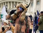 """В США арестовали """"викинга"""", штурмовавшего Капитолий"""