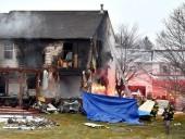 В США самолет врезался в дом: есть погибшие
