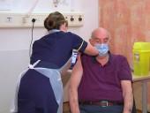 Первого в мире пациента привили вакциной AstraZeneca