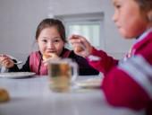 Пандемия: миллионы детей по всему миру лишились доступа к школьному питанию, многие хотят бросить учебу
