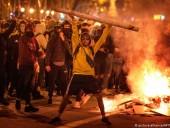Подожгли полицейский фургон: в Барселоне продолжаются протесты за освобождение рэпера