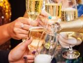 Правда или миф: исследования показали, пьянит ли шампанское быстрее, чем алкоголь без пузырьков