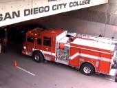 В США автомобиль совершил наезд на прохожих, пострадали по меньшей мере 8 человек
