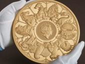 Британский королевский монетный двор изготовил самую большую в истории золотую монету. Ее вес - 10 килограммов
