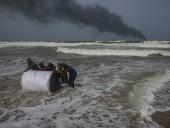 У побережья Шри-Ланки горит контейнеровоз с азотной кислотой, пластмассой и химикатами