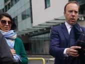 Глава Минздрава Великобритании подал в отставку после поцелуя с коллегой