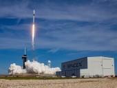 Направляется к МКС: SpaceX вывела в космос грузовой корабль Dragon