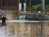 Минск плавает в воде: спасатели помогают людям выбраться после ливня