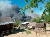 В Мьянме силовики сожгли село: люди прячутся в лесах