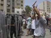 Ситуация в Тунисе: страна охвачена протестами, армия блокировала здание парламента