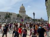 Тысячи кубинцев протестуют из-за недостаточной борьбы правительства с пандемией