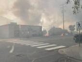 Лесной пожар уничтожил небольшой городок на западе Канады после нескольких дней рекордной жары