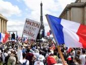 По всей Франции начались протесты против санитарных пропусков и обязательной вакцинации